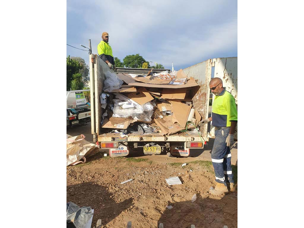 Labour to load trucks